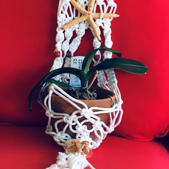HAND CRAFTED WHITE MACRAME PLANT HANGER